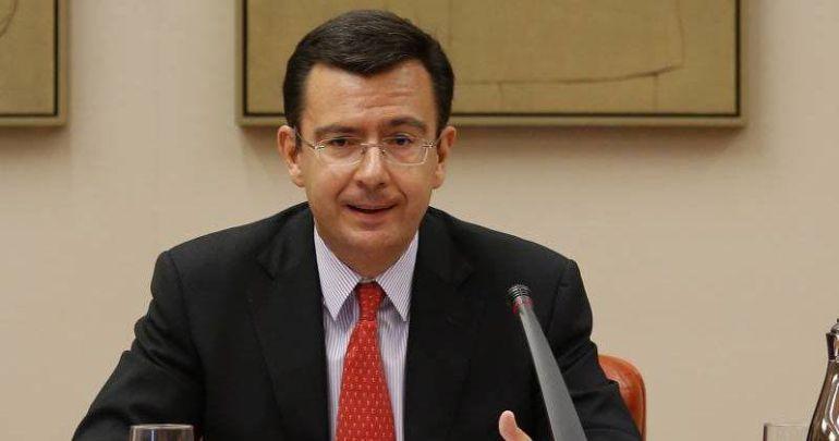 Rajoy nombra a Román Escolano ministro de Economía.