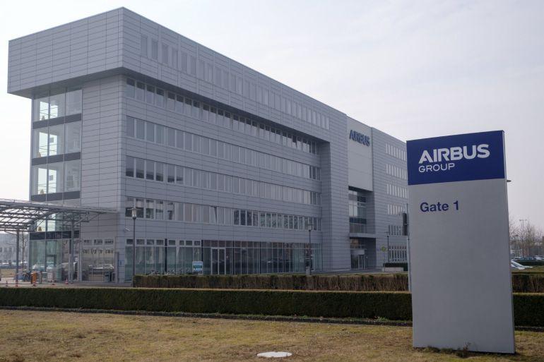 Vista de la entrada al edificio del grupo Airbus en Bremen, Alemania.