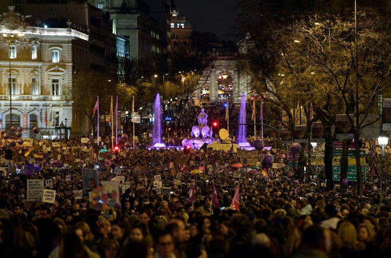 La multitudinaria manifestación de Madrid a su paso por Cibles