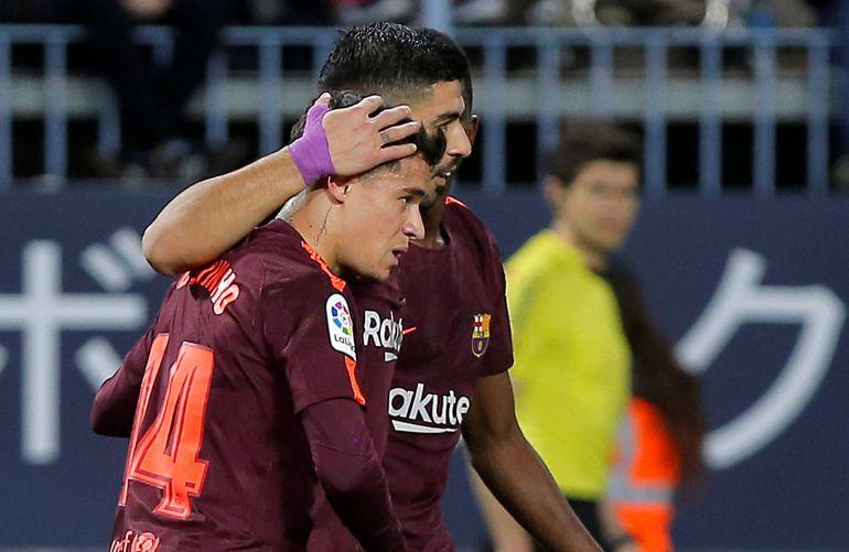 Coutinho, Suárez y Dembelé celebran el gol del uruguayo