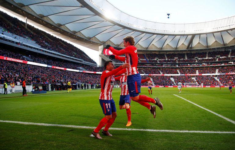 Griezmann celebran con Correa el gol de éste último al Celta