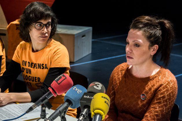 Aurora, junto a Irene Sabaté, en una rueda de prensa del Sindicat de Llogaters