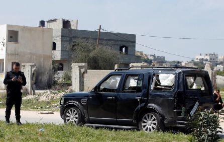 Así ha quedado uno de los coches tras la explosión.