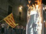 Imagen de la quema de una fotografía de los reyes en Girona en 2007.