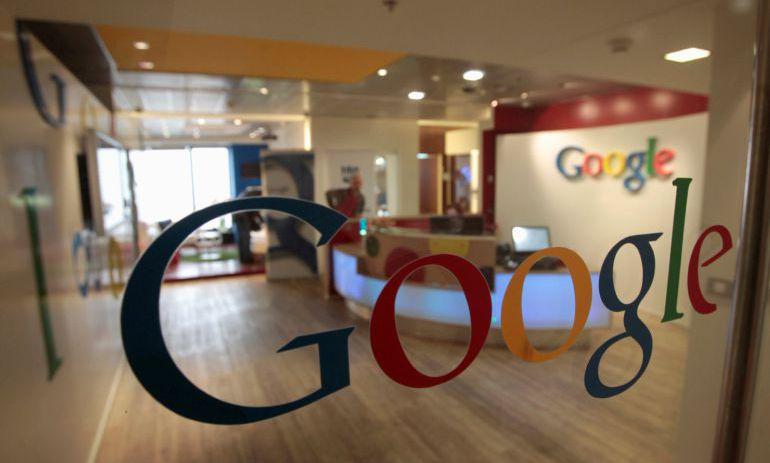 Logo de Google en una de las sedes de la compañía.