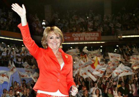 La entonces candidata del Partido Popular a la presidencia de la Comunidad de Madrid, Esperanza Aguirre, en el cierre de campaña de 2007 en el Palacio de los Deportes de Madrid.
