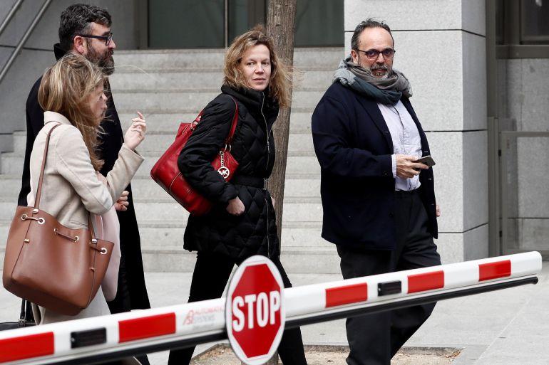 El exalcalde de Majadahonda (Madrid) Guillermo Ortega, a la salida de la Audiencia Nacional, tras haber declarado hoy como testigo ante el juez del caso Bárcenas.
