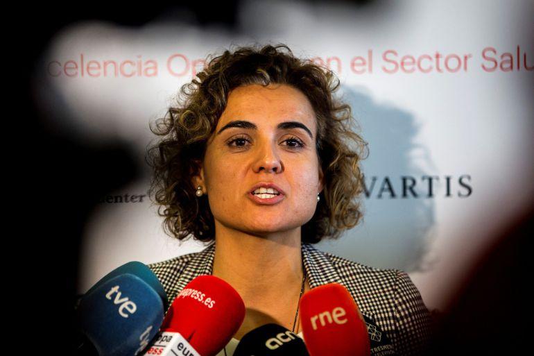 La ministra de Sanidad, Dolors Montserrat, atiende a los medios de comunicación antes de inaugurar el Programa Avanzado en Gestión Sanitaria, organizado por el IESE y Novartis.