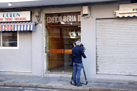 El portal del edificio donde una mujer ha sido asesinada.