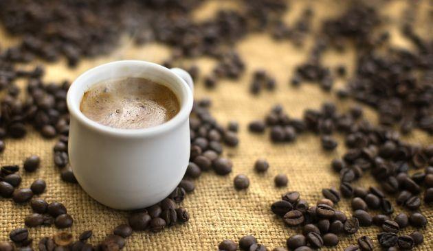 El café natural y filtrado tiene menos acrilamida.