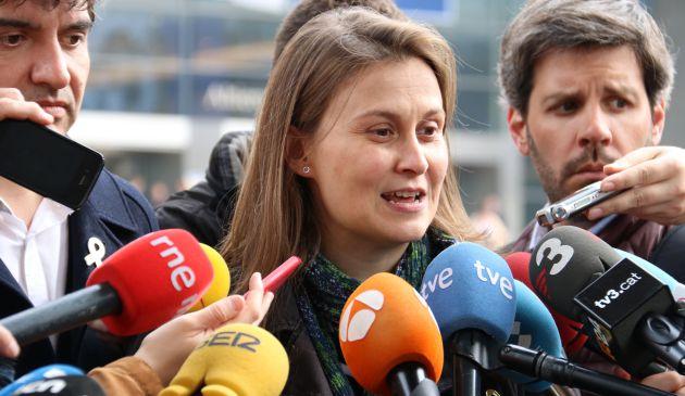 La consellera cessada Serret en una atenció als mitjans a Brussel·les el 9 d'abril