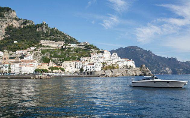 Tour privado en barco por Amalfi y Capri.