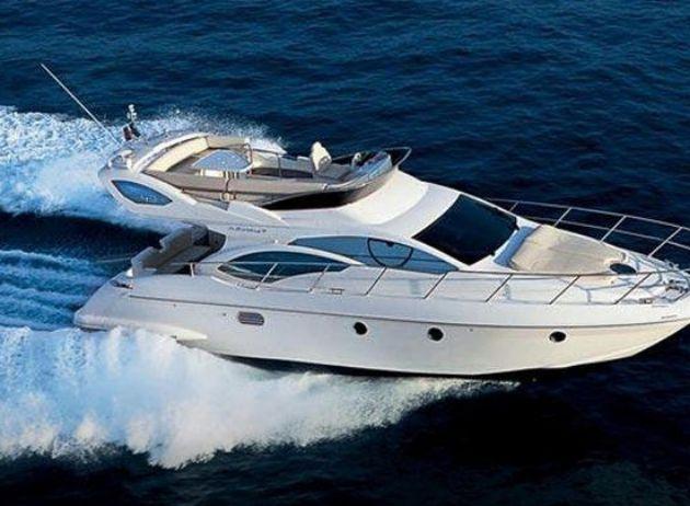 Crucero en yate privado a motor privado en Santorini.