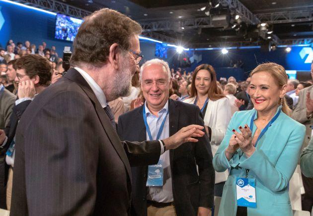 Mariano Rajoy saluda a Cristina Cifuentes, en la clausura de la Convención Nacional del PP de Sevilla.
