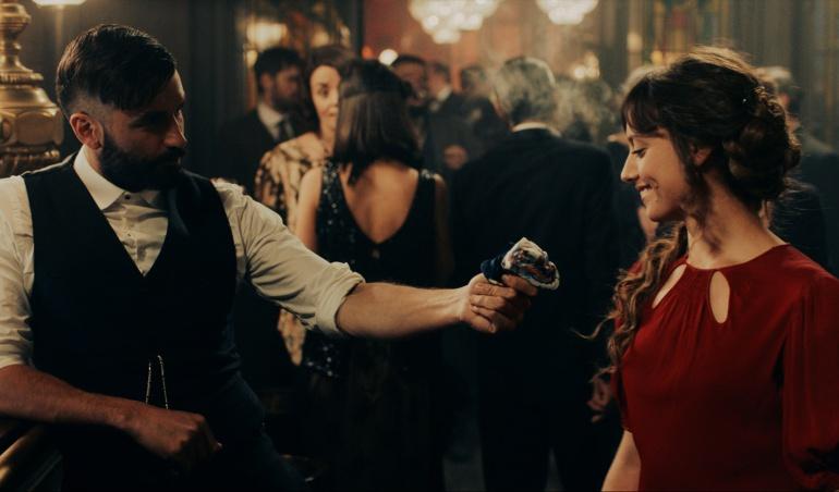 Álex García y Michelle Jenner en 'El Continental'