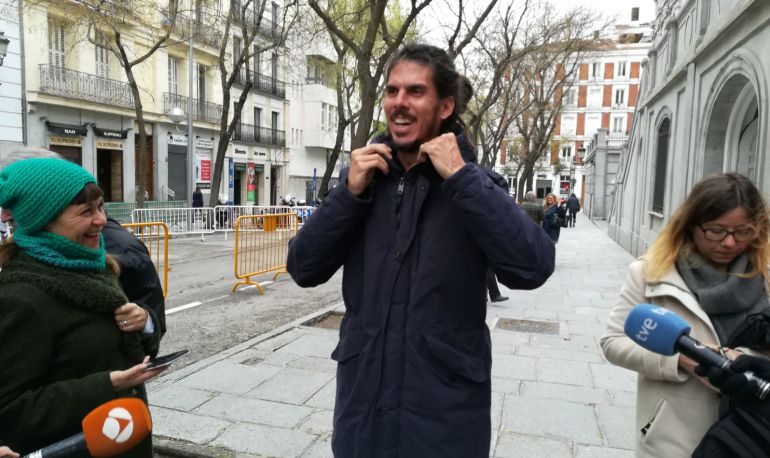 El diputado de Unidos Podemos tras salir del Tribunal Supremo