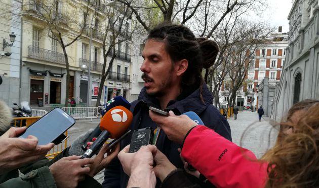 Rodríguez atiende a los medios tras salir del Tribunal Supremo