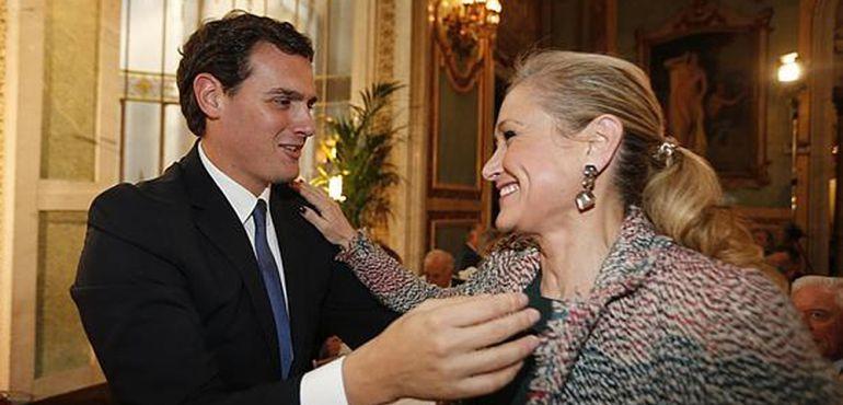 Albert Rivera saluda a la presidenta de la Comunidad de Madrid (archivo)