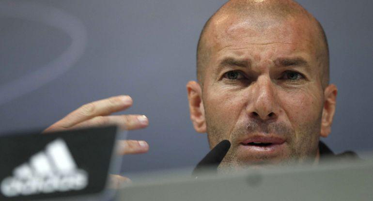 Zidane atiende a la prensa durante la rueda de prensa previa al partido contra el Málaga