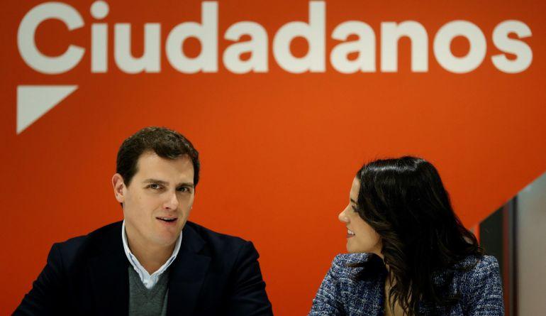 El líder de Ciudadanos Albert Rivera (i), y la líder de Cs en Catalunya, Inés Arrimadas