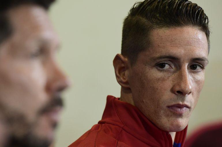 Simeone y Torres, durante una rueda de prensa