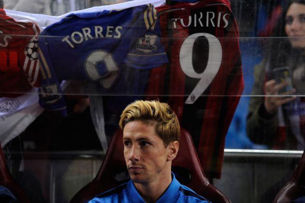 Torres y, de fondo, las camisetas del Chelsea y Milan, que también defendió.