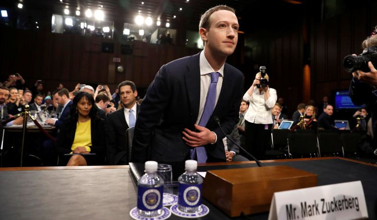 Mark Zuckerberg frente al senado.