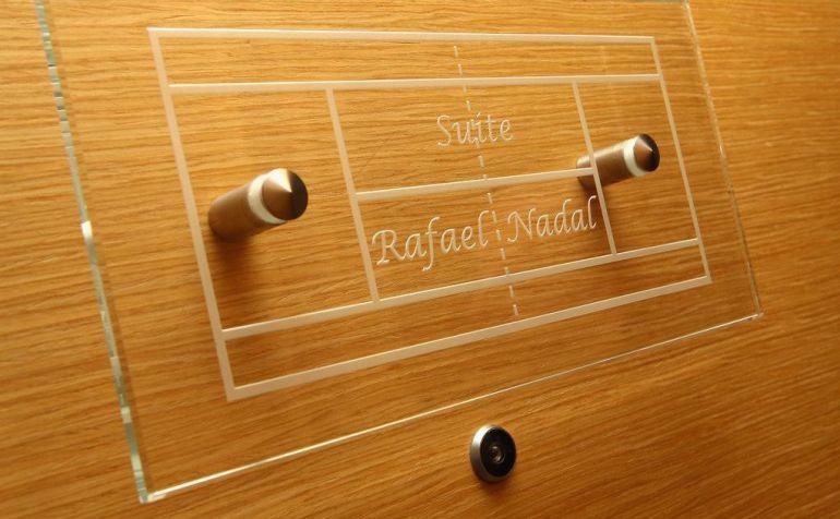 Placa en la puerta de la habitación Rafael Nadal del Monte-Carlo Bay Hotel & Resort
