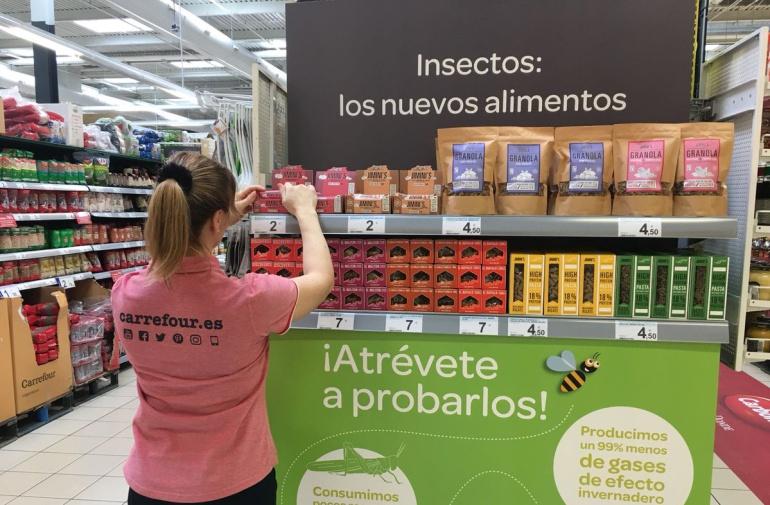 Imagen de un stand de Carrefour con los nuevos productos