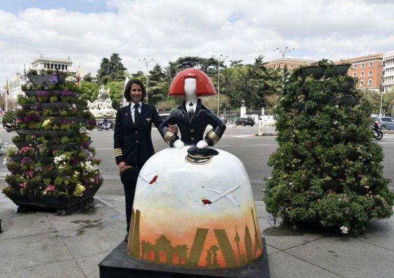 Menina de Iberia instalada frente al Ayuntamiento.