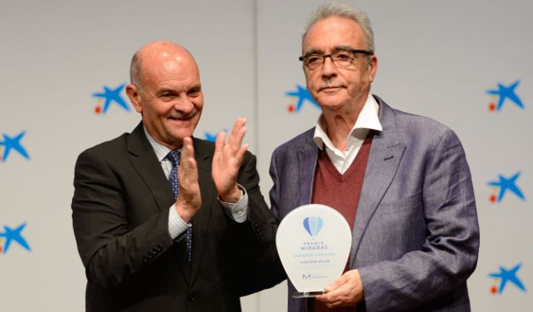 Juan José Millás, premio Miradas de Fundación Manantial, por su reportaje sobre trastornos mentales en 'A Vivir'.