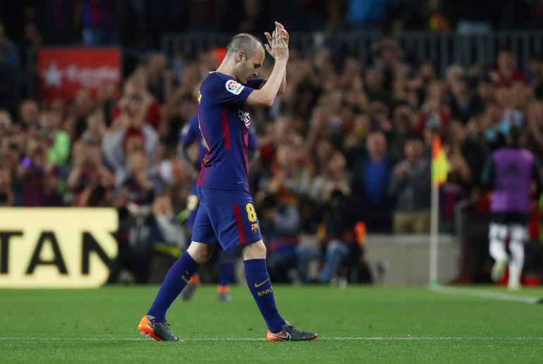 Iniesta a su salida del Camp Nou