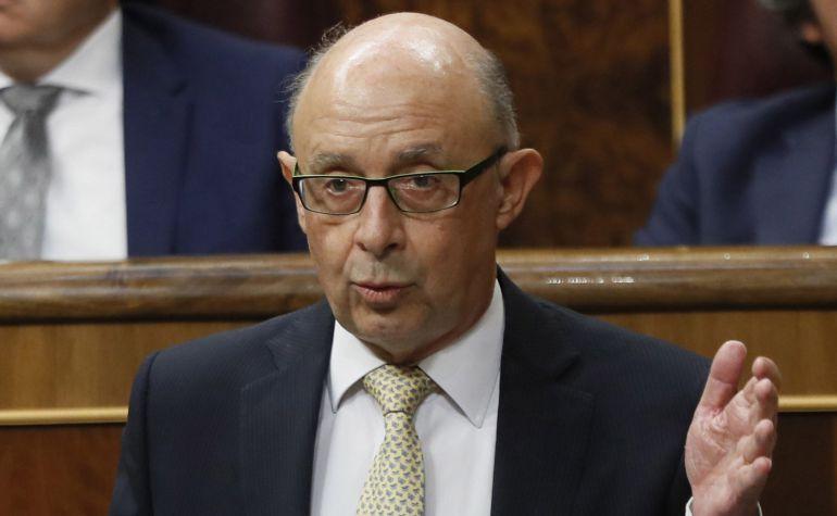 El ministro de Hacienda y Administraciones Públicas, Cristóbal Montoro, durante la sesión de control al Gobierno.