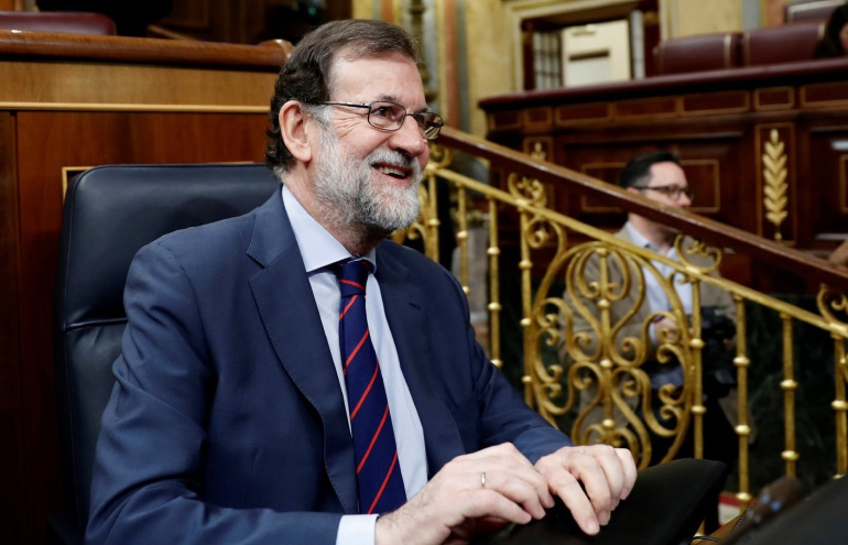 El presidente del Ejecutivo, Mariano Rajoy, al inicio de la sesión de control al Gobierno en el Congreso de los Diputados este 9 de mayo