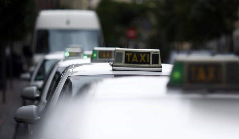 El Congreso avala el decreto que limita a Uber y Cabify frente al taxi