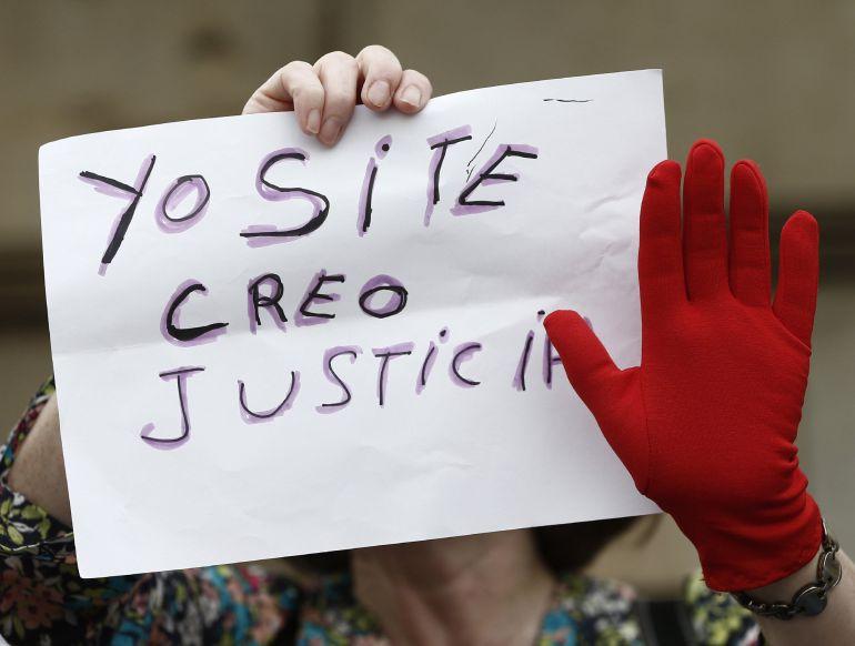 Manifestación en la plaza del Castillo de Pamplona para denunciar la violencia machista.