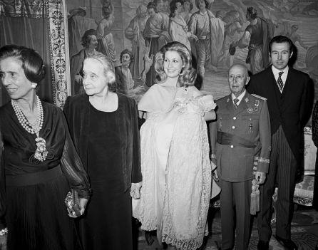 Imagen de archivo de Carmen Martínez-Bordiú con la familia Franco en el bautizo de su hijo, Luis Alfonso
