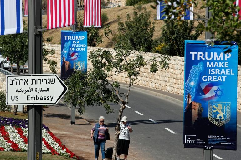 Carteles anunciando la llegada de los Trump y su embajada a Jerusalén