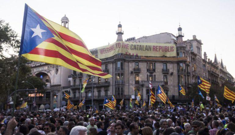 Miles de ciudadanos concentrados frente a la Consellería de Economía el 20-S
