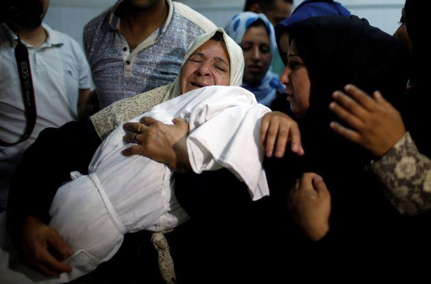 Laila al-Ghandour, una niña de ocho meses fallecida por inhalación de gases lacrimógenos, se ha convertido en la víctima mortal más joven de la jornada sangrienta del lunes.