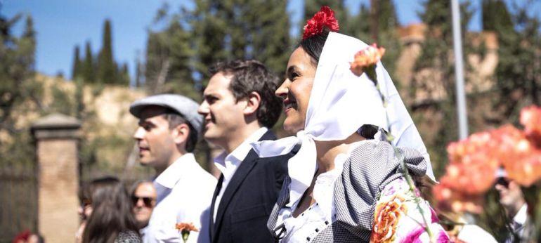 Albert Rivera junto a los líderes de Ciudadanos en Madrid, Ignacio Aguado y Begoña Villacís, durante su visita a la pradera de San Isidro