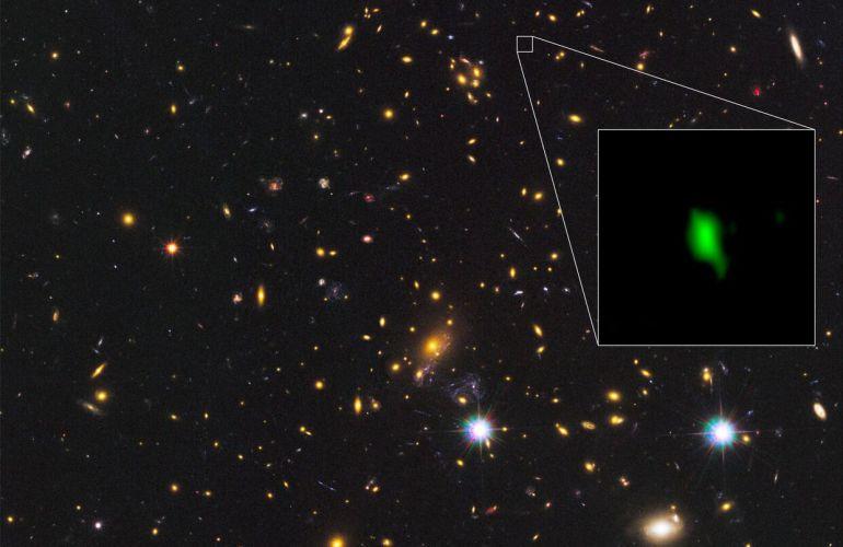 Imagen de la galaxia con oxígeno más lejana de la Tierra que acaba de detectar el telescopio ALMA.
