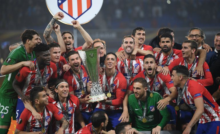 Los jugadores del Atlético celebran la victoria en la final de Lyon frente al Olympique.