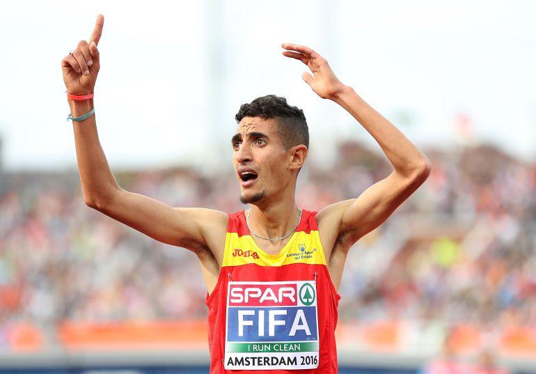 Ilias Fifa celebra el oro de los 5.000m.