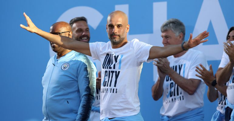 Pep Guardiola, durante la celebración del Manchester City tras ganar la Premier League