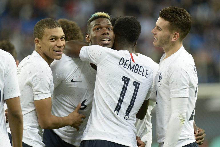 Los jugadores de Francia celebran un gol.