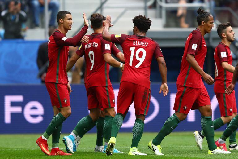 Los jugadores de Portugal celebran el gol de Cristiano Ronaldo.
