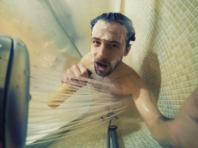 Los dermatólogos recomiendan ducharse en lugar de bañarse.