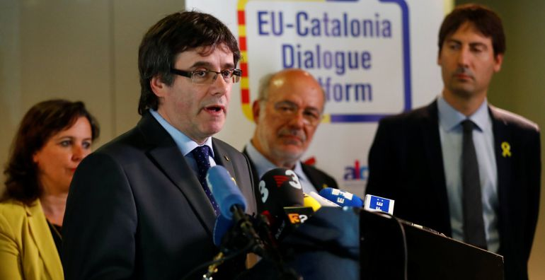 Former Catalan president Carles Puigdemont and members of the EU Catalonia dialogue platform address a news conference in Berlin