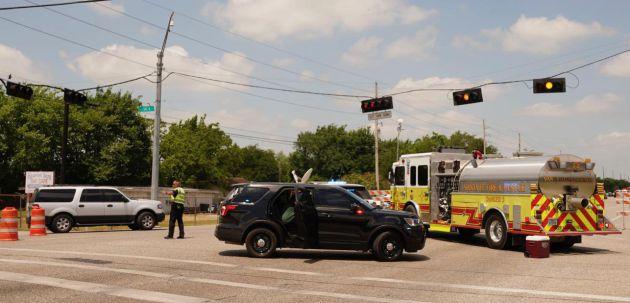 La policía en las cercanías al Santa Fe High School.